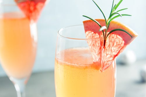 How much champagne belongs in mimosas?