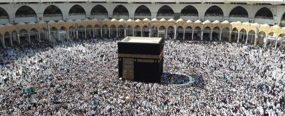 Saudi Arabia temporarily bans religious visits to the kingdom